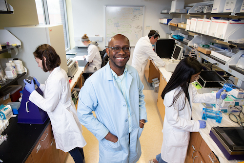 Ruel McKnight stands with student researchers in his chemistry and biochemistry lab