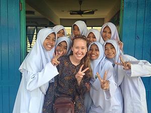Hannah Hunter Chhan '14 with girls she taught