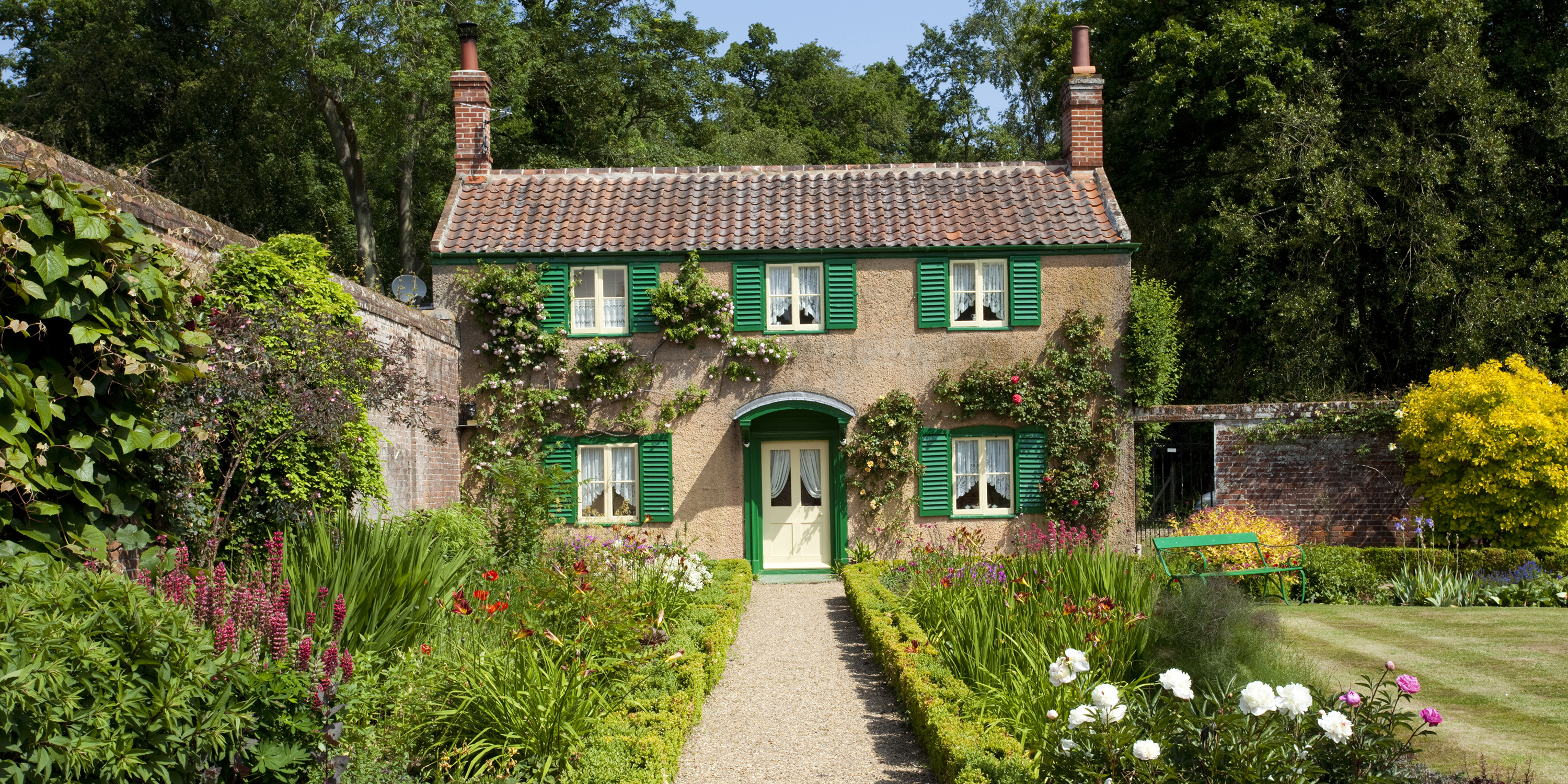 Decor Of The Day English Cottage With Green Shutters Scene Therapy