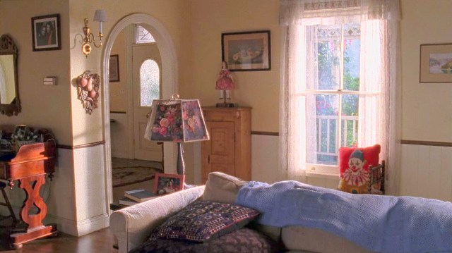 Rory And Lorelai S House In The Gilmore Girls Scene Therapy