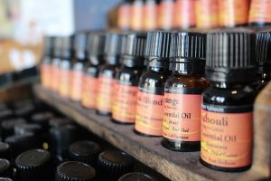 essential oils uses, What is Aromatherapy, using essential oils, therapeutic-grade essential oils, body, mind and spirit,