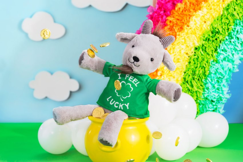 Photo of Scentsy's Glendon the Goat Buddy wearing a I feel lucky shirt