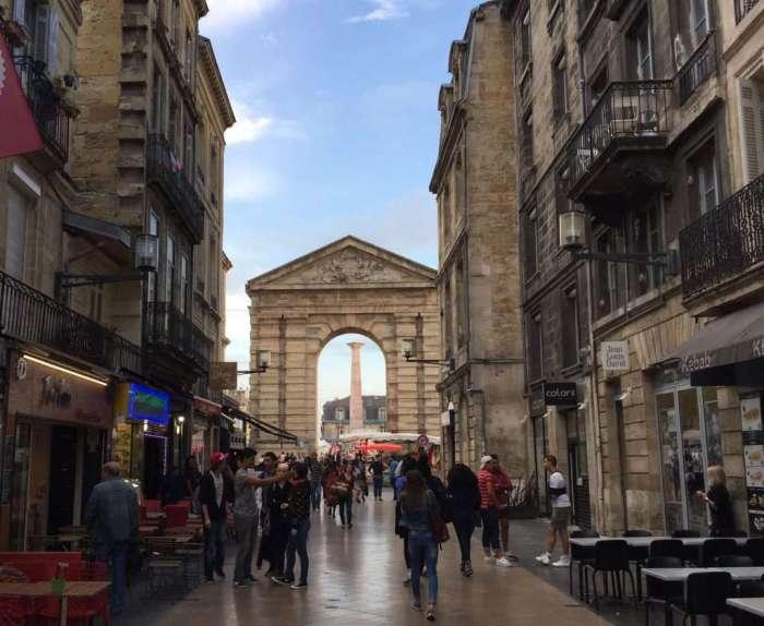 Another Bordeaux gate.