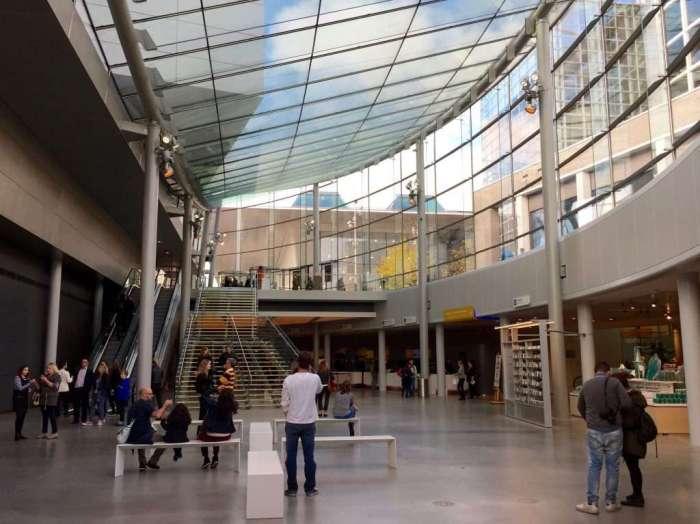 Interior of the Kurokawa designed entrance lobby.