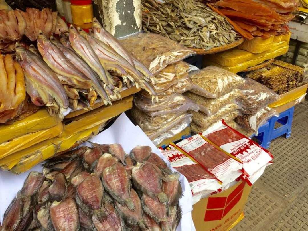 Smoked fish varieties at the market.