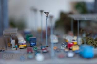 """""""Zu einem Großstadtbahnhof gehört auch das urbane Umfeld. Hunderte Gebäude wurden orginalgetreu nachgebildet. Hier ein paar Beispiele des Bahnhofsvorplatz, Königstrasse und dem Kaufhof. Auch die Innenstadt von Stuttgart entstand so nach und nach. Immer wieder finde ich Fehler die ich aber bemüht bin zu beheben auch wenn es ein Neubau des Modells bedeutet."""" (Wolfgang Frey 22.03.2008)"""