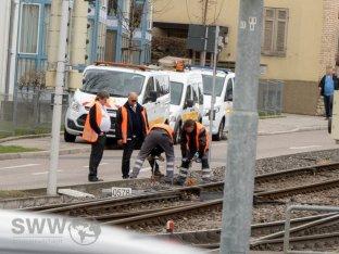 Arbeiter der SSB versuchen ein Problem in Zuffenhausen zu lösen