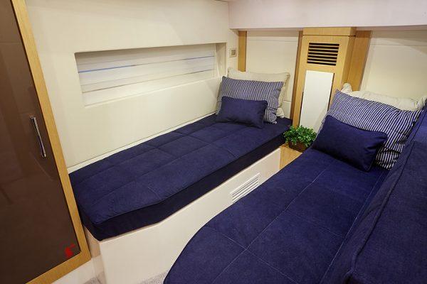 Schaefer 640 - 4 cabin 1