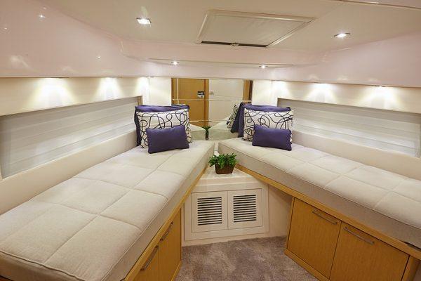 Schaefer 640 - 4 cabin (19)