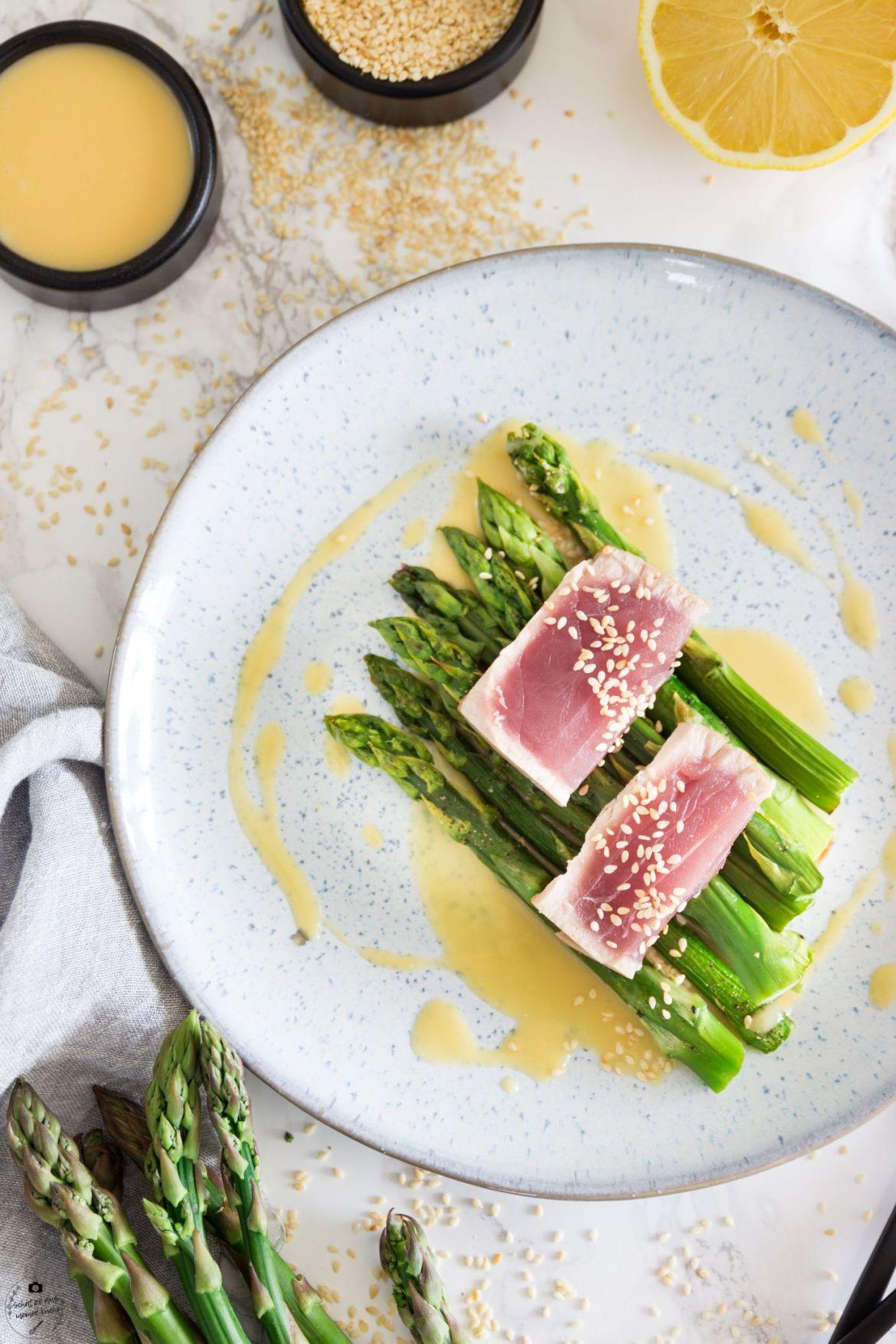 Tuna-Tataki mit grünem Spargel und Miso-Zitronen-Beurre Blanc
