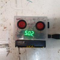 Spannungswandler mit Strommesser