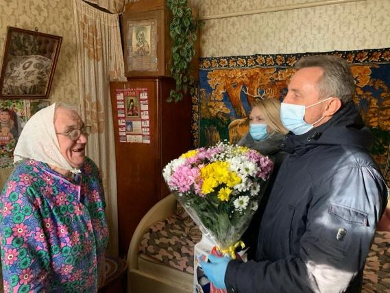 Представители Совета ветеранов и администрации поздравили юбиляра