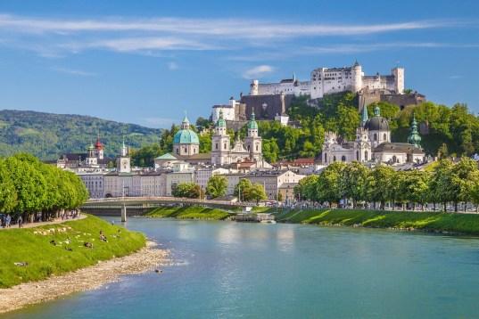 Salzburg shutterstock 302413193 - 6 Tage Bus-Flug-Kombination Österreich und Ungarn