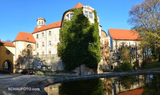 Das Droyßiger Schloss in der Morgensonne.