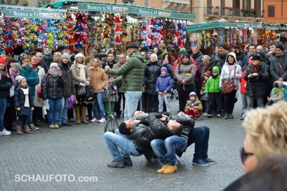Gauklerspaß auf dem Weihnachtsmarkt.