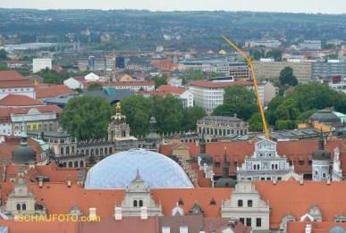 Zwinger mit Stadtschloss davor