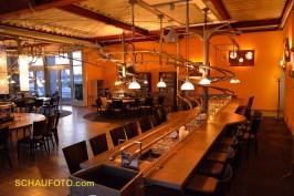 ... futuristischem Rollercoaster Restaurant.