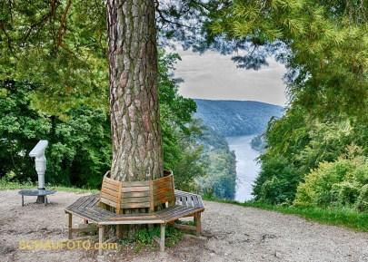 Seitlicher Durchblick auf die Donau.