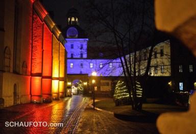 Zeitzer Schloss im Weihnachtsmarktlicht.