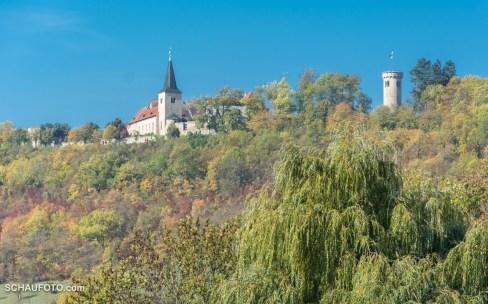 links die Klosterkirche - rechts der Wasserturm