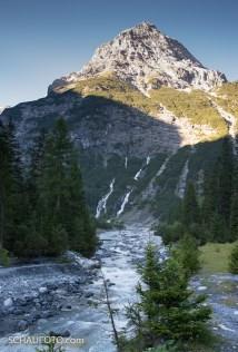 Drei Wasserfälle sollen es dort hinten sein.