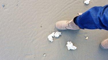 paraffine-op-strand--foto-Lianne-de-Jong-Catja-Klee--002