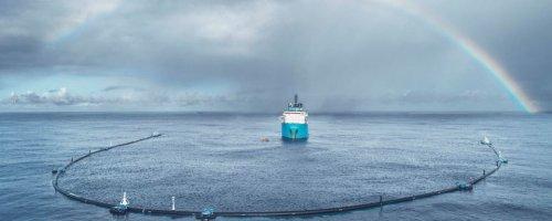 Tegenslag voor Ocean Cleanup: uiteinde losgeraakt, plasticvanger moet binnen voor reparatie