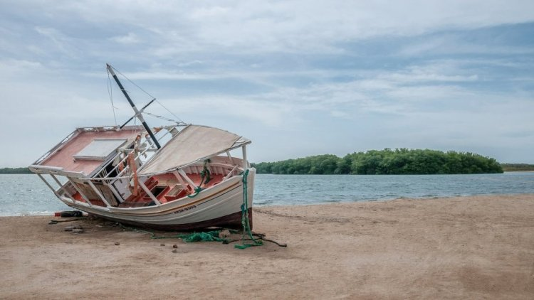Abandoned Fiberglass Boats are Polluting the Marine Environment