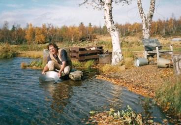 Goldwaschen im Winter Finnland