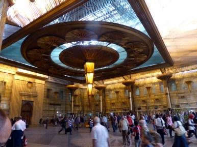 Die Bahnhofshalle in Kairo