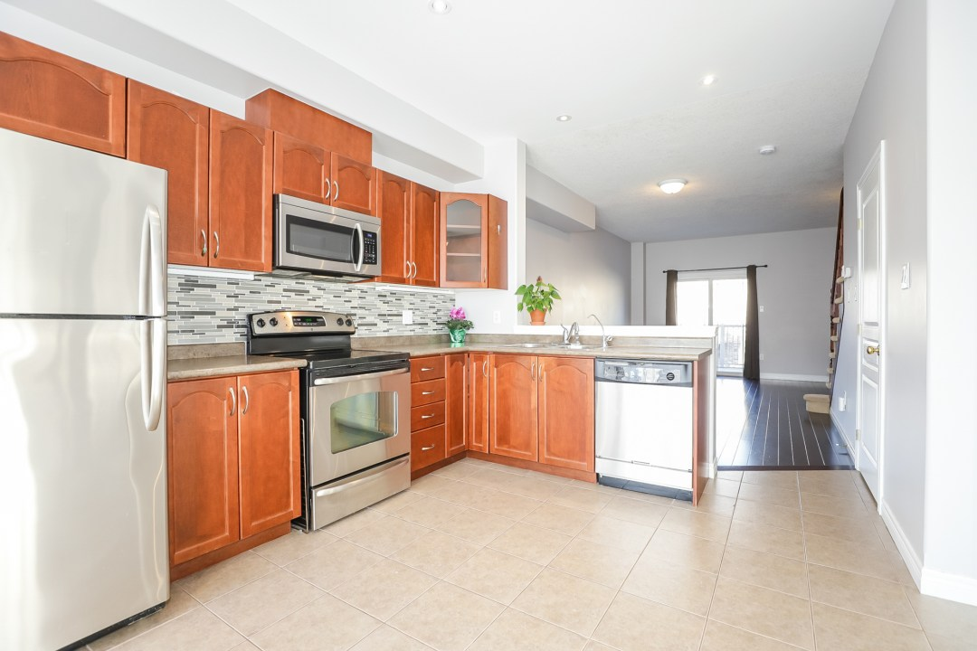 0006-24 Hemlock Way Grimsby