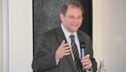 Moderator Prof. Dr. Christian Hanus - Bild: peridomus.de