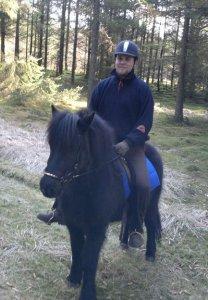 Jesper til hest på CV