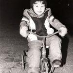 På trehjulet cykel i barndommen