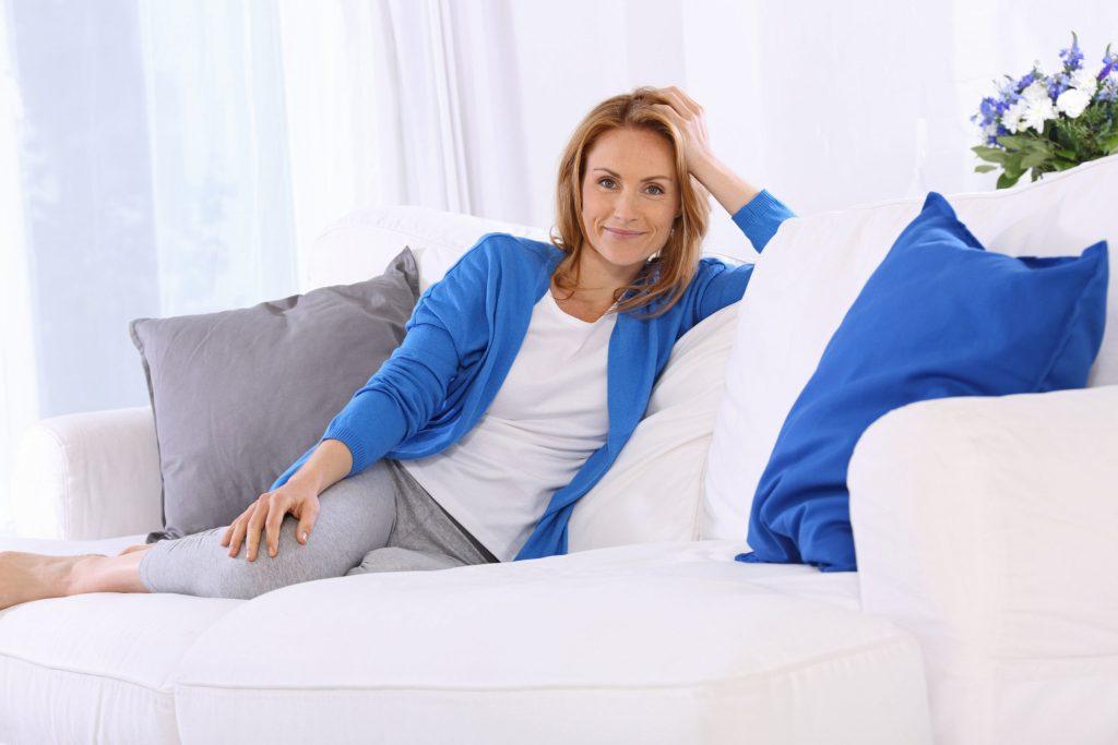 Spannungskopfschmerz und Migräne empfehlen Experten neben der medikamentösen Therapie bestimmte Entspannungsverfahren und verhaltenstherapeutische Ansätze.