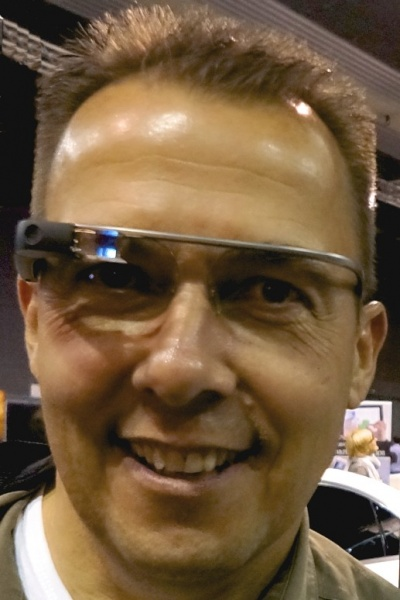 Hannes Schleeh mit echter Google Glass