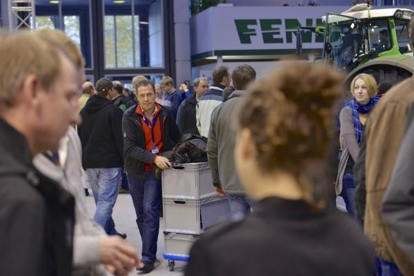 Hannes Schleeh mit mobilem Studio unterwegs auf der AGRITECHNICA Foto: Tobias Hoops