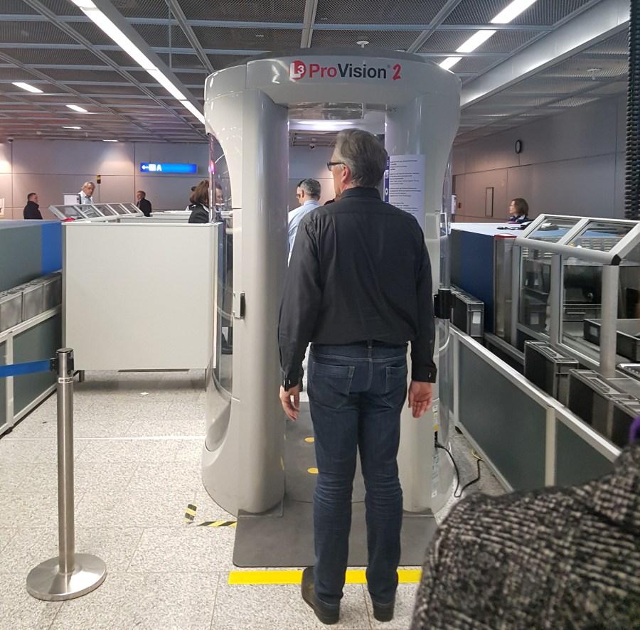 sicherheitskontrolle-flughafen-frankfurt-main-foto-schleeh