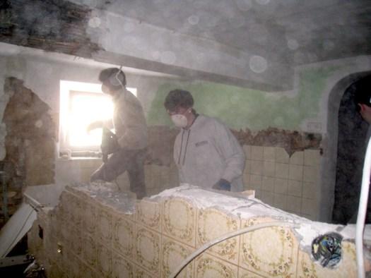 Entfernen der Wand zwischen altem WC und alter Küche