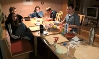 Gemeinsames Pizzabacken am Abend