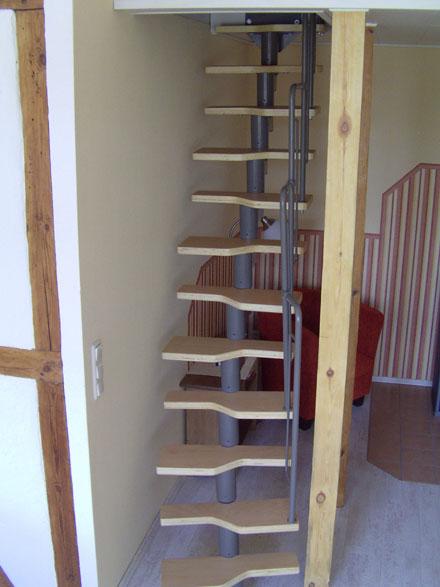 Treppe Zum Spitzboden treppe zum spitzboden dachboden