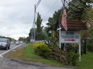 Seaside Travellers Inn is right next to Langkah Syabas Beach Resort in Kinarut