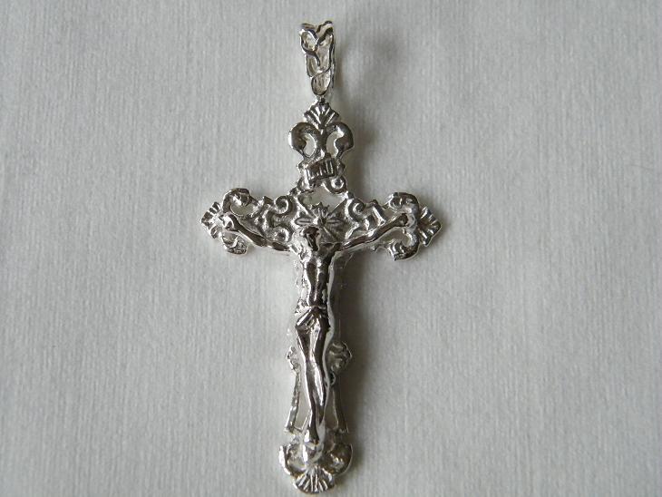 Kreuze mit Jesus Christus  Eheringe bei Schmuck Mann Hamburg