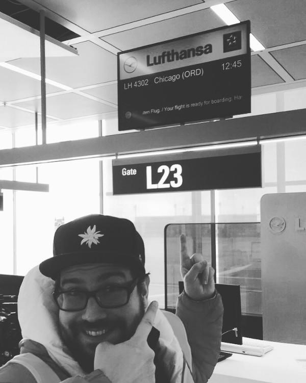 Jochen am Check-In-Schalter der Lufthansa
