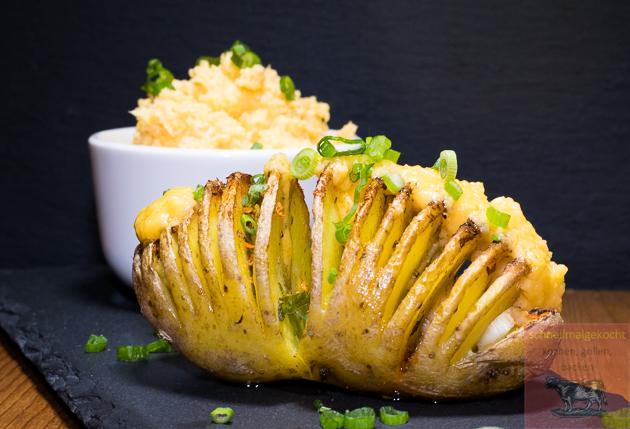 Fächerkartoffeln mit Cheddar Butter