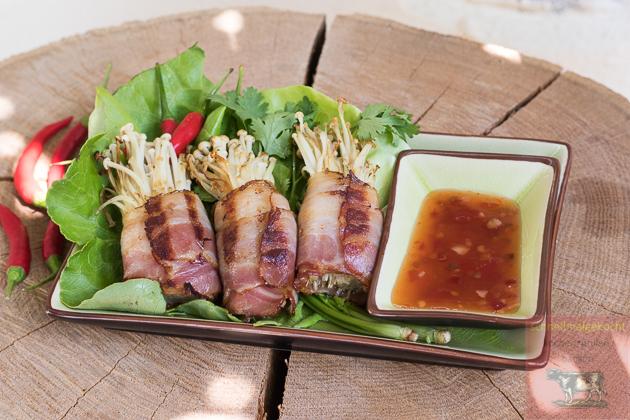 Enoki Pilze in Bacon