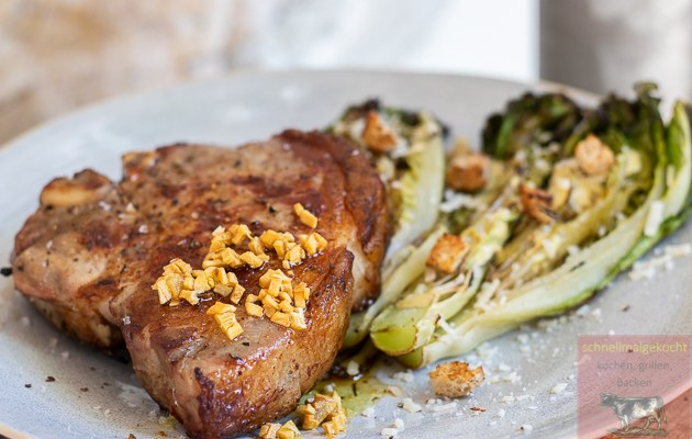 Schweinekotelett mit gegrilltem Caesar Salad