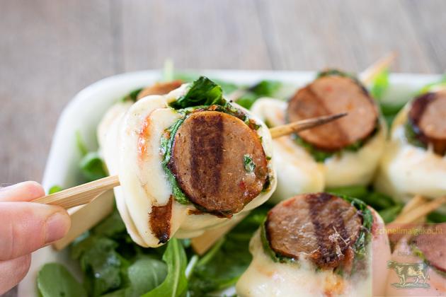 Gegrillte Mozzarella Salsiccia Pinwheels