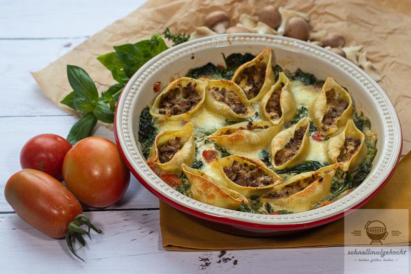 Gefüllte Muschelnudeln mit Pilzen und Frischkäse auf Mozzarella Wrap Blattspinat (Beitrag enthält Werbung)