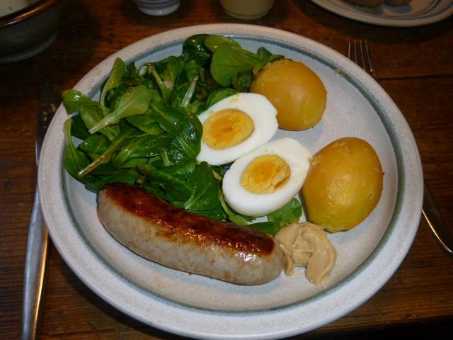 Bratwurst-Feldsalat-Ei-Kartoffel